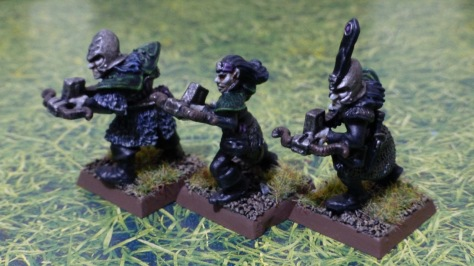 Three figures of Dark Elves carrying repeating crossbows with magazines
