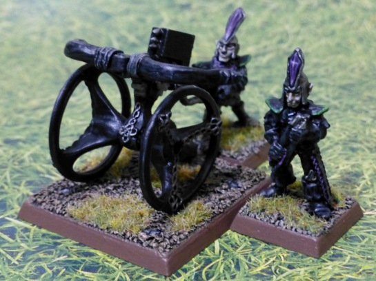 A black bolt thrower with silver ornaments operated by two Dark Elves