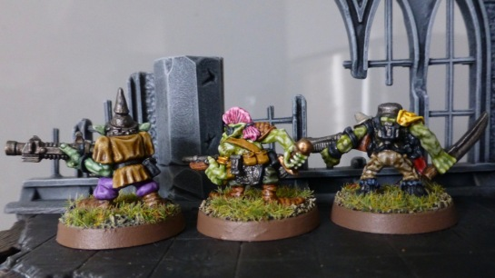 Back view of three Gretchin behind a crumbled wall