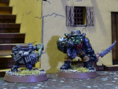 Gretchin carrying boltgun and magazines next to Space Ork Boss