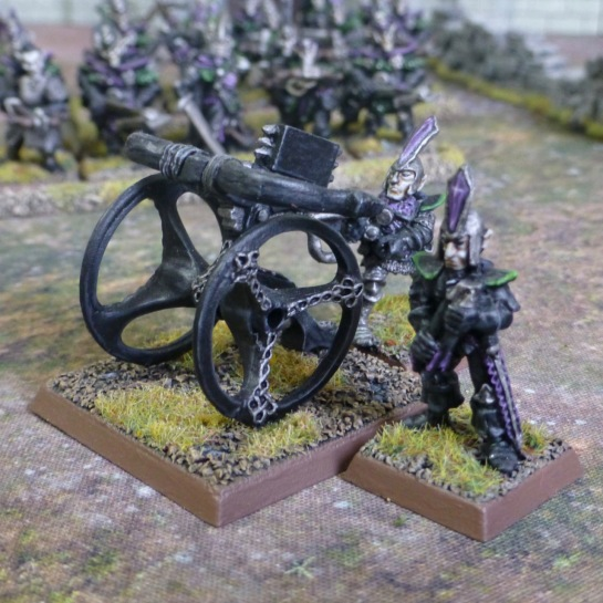 Two Dark Elves manning a bolt thrower with a magazine of projectiles