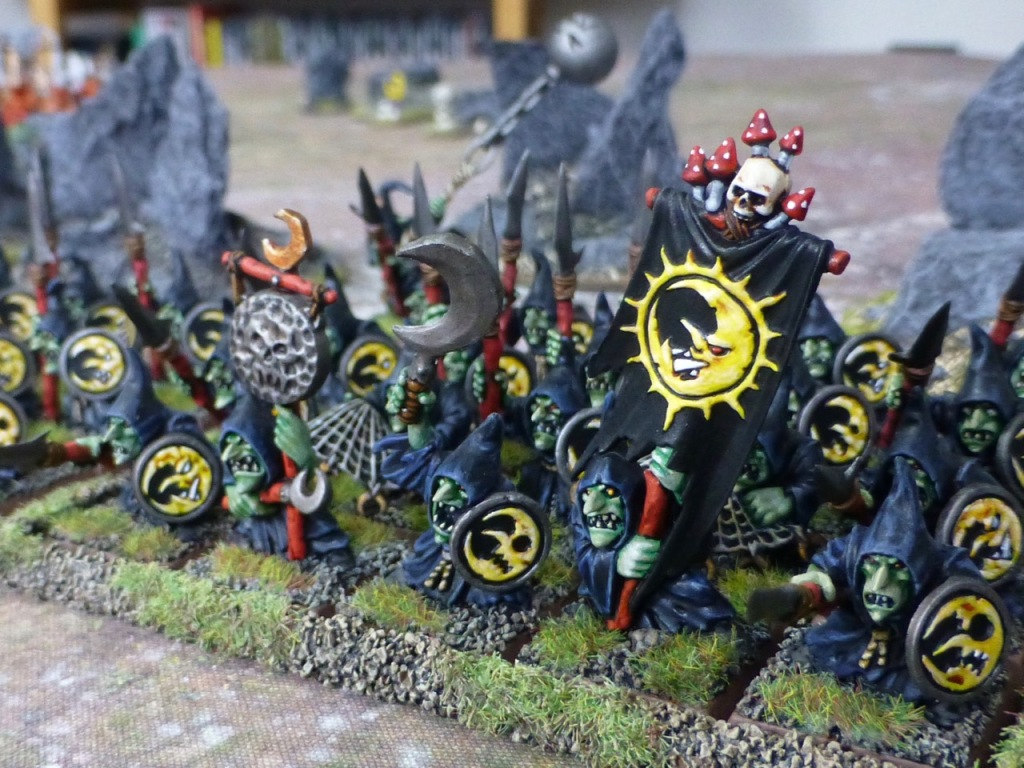 Unit of Night Goblins with a banner depicting a grinning half moon face