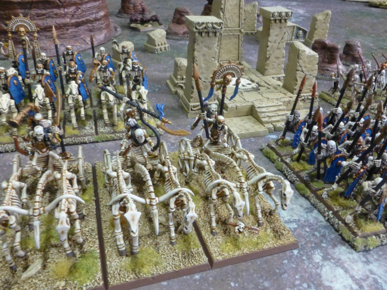 Chariots and cavalry advancing next to the spearmen